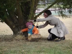 Il faut regarder partout... et, parfois, ne pas hésiter à se faire aider de sa maman.