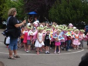 Pour le final, tous les enfants de maternelle ont dansé ensemble.