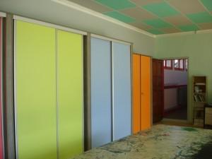 De beaux placards, joliment colorés, y ont en effet été installés pendant l'été.