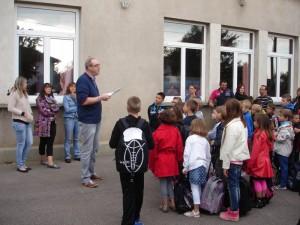 ...ou à Moineville où enfant et parents ont entendu les dernières consignes du Directeur, M. Neuman.