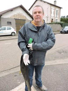 Le parfait équipement pour un bon nettoyage : gants, sac et pince !