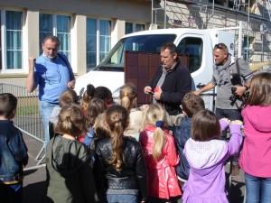 Les élèves attentifs pendant la démonstration.